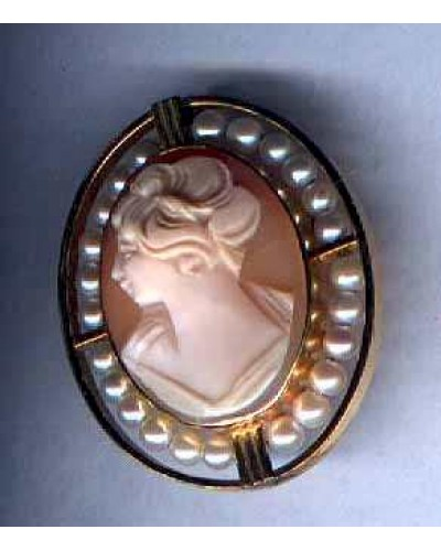 Vintage Cameo Pin/Pendant surrounded by Pearls