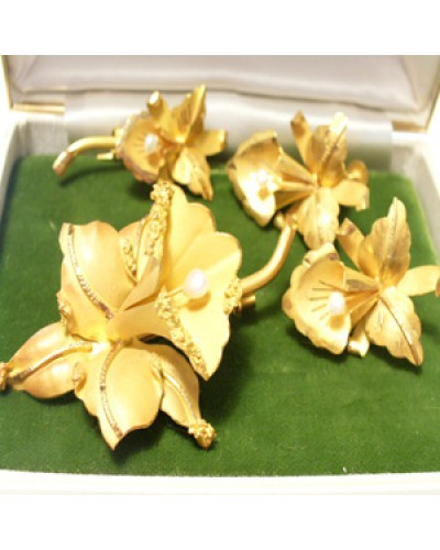 18 KT Gold & Pearl Lily Set
